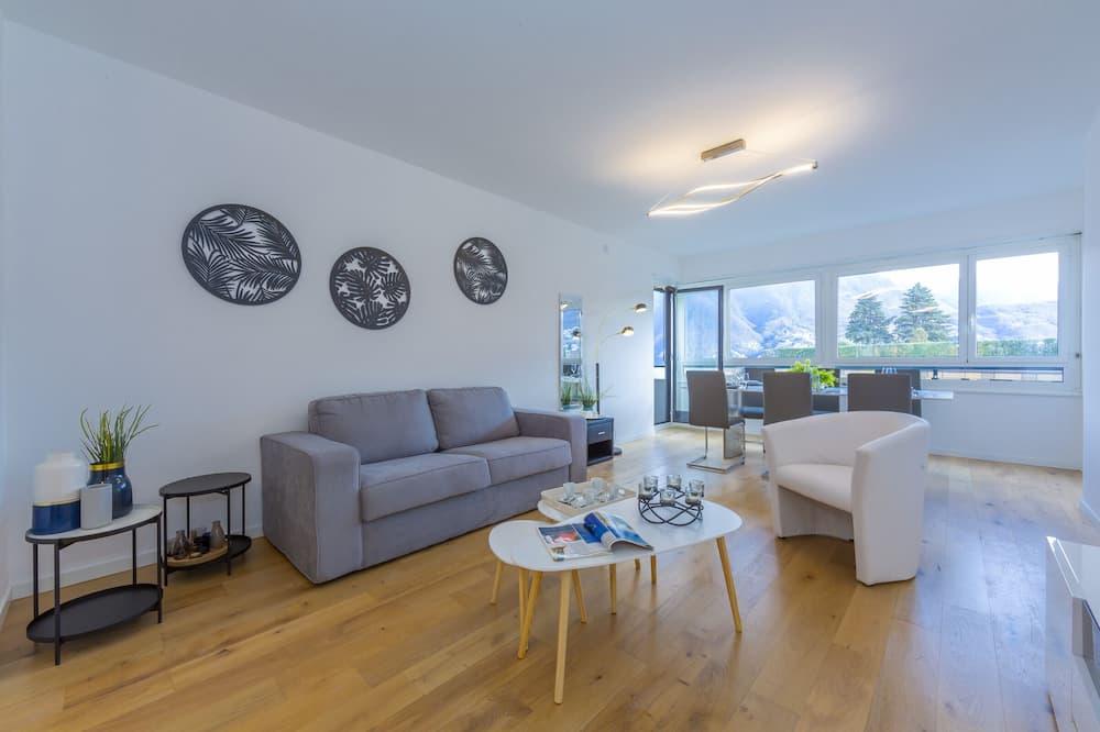 Familienapartment, Mehrere Betten, 2 Bäder (Maraini Lake View) - Wohnbereich