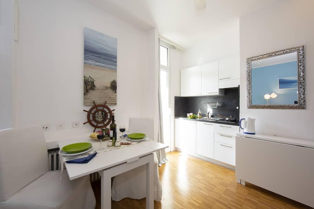 דירה משפחתית, מיטה זוגית וספה נפתחת (Piccola Grecia 8) - אזור אוכל בחדר
