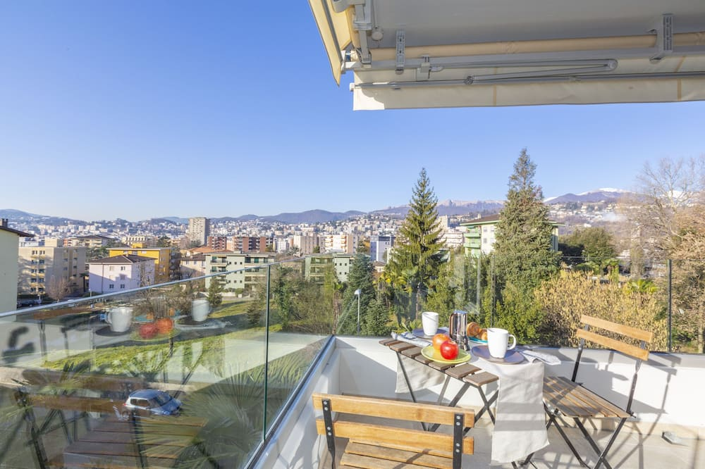 דירה משפחתית, מיטה זוגית וספה נפתחת, 2 חדרי רחצה (Semplicemente Casa) - מרפסת/פטיו