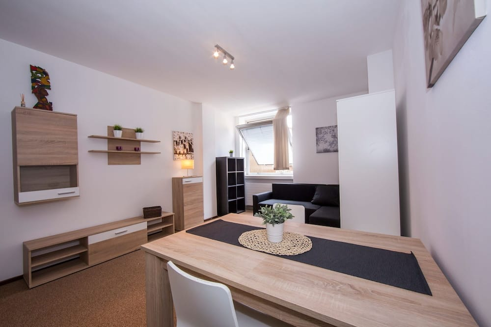 Family Apartment, Multiple Beds, 2 Bathrooms (Twin Home) - In-Room Dining