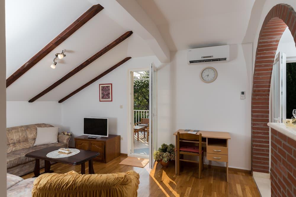 Apartamento (Two Bedroom Apartment with Terrace) - Sala de Estar