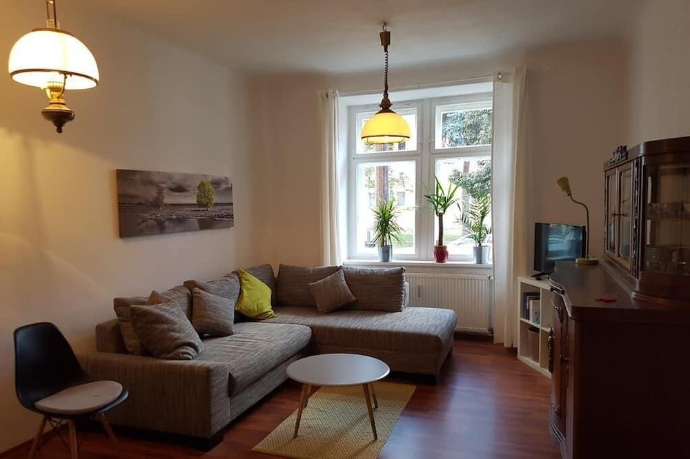Departamento, vista al jardín - Sala de estar