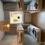 4 人部屋 共用バスルーム - リビング エリア
