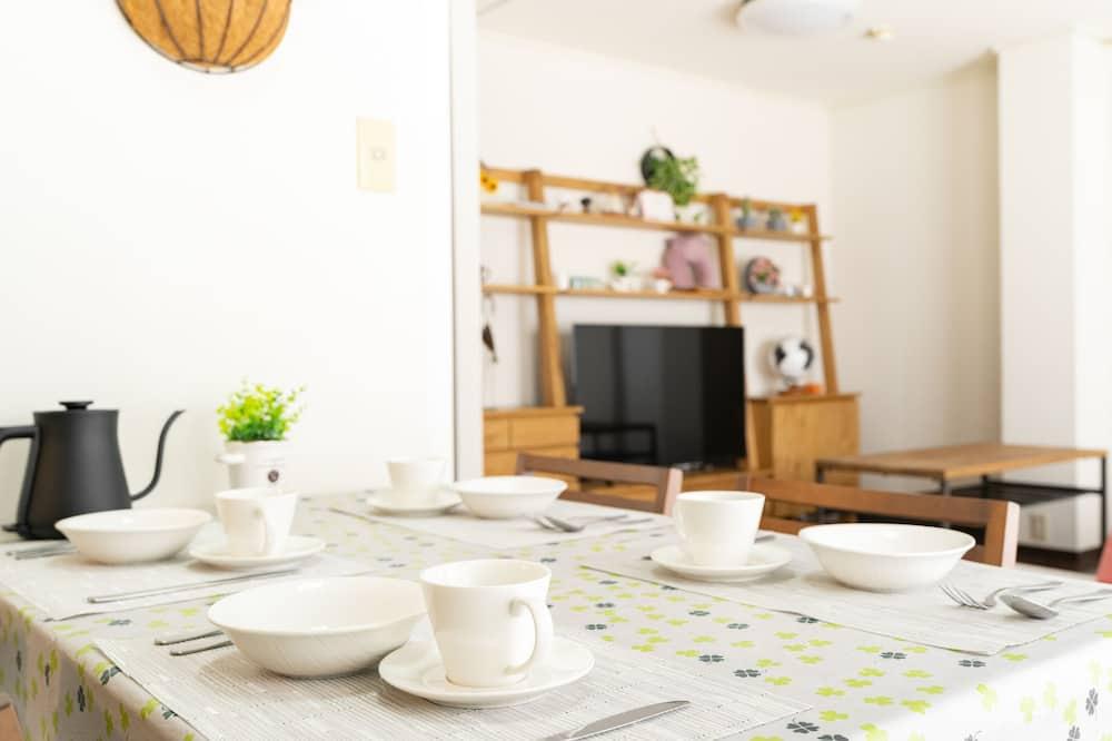 Comfort Apartment (NB-1) - Tempat Makan dalam Bilik