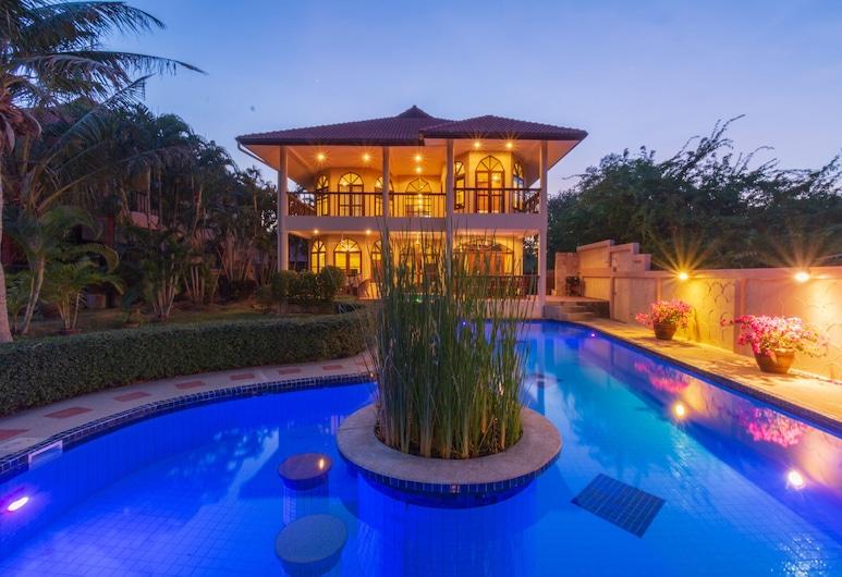 4 BR Pool Villa in Great Location - CV4, Hua Hin, Sundlaug
