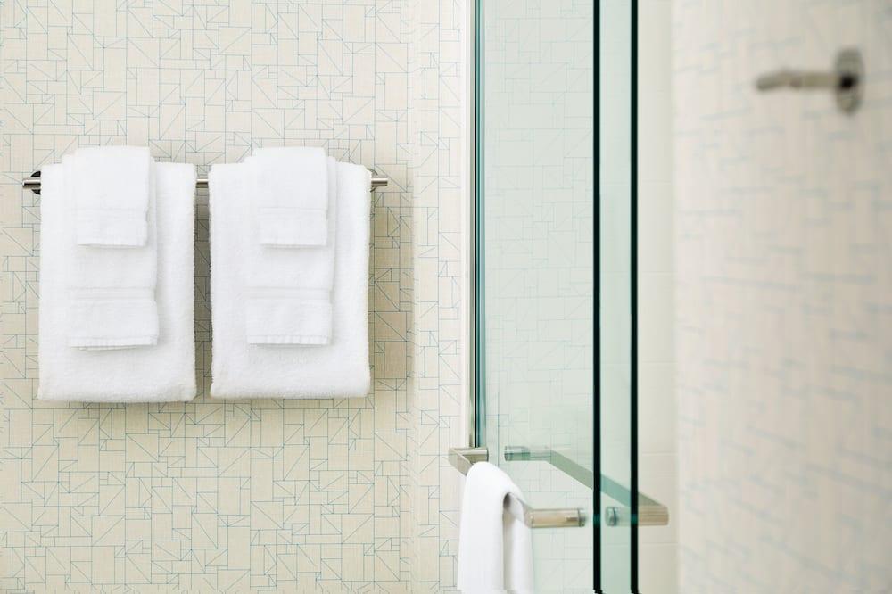 Suite - 2 queensize-senge - handicapvenligt (Mobil Tub) - Badeværelse