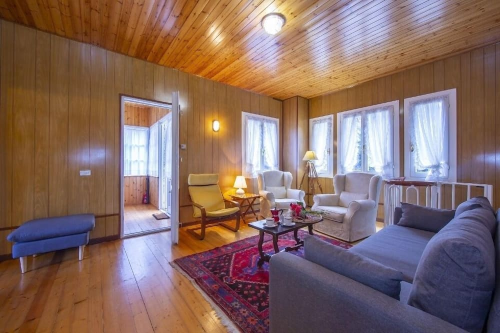 Chalet, 2 Bedrooms - Living Room