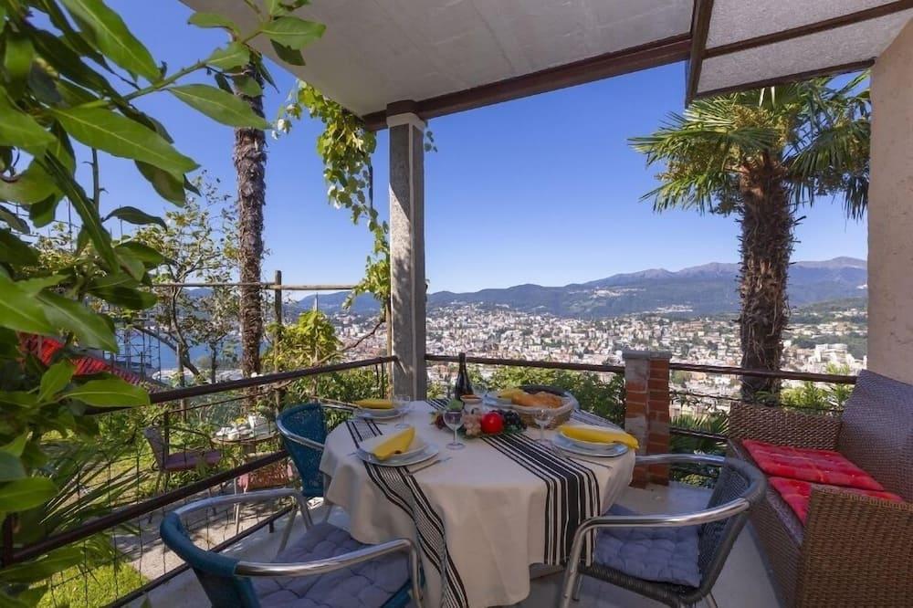 Familielejlighed - flere senge - have-område (Bellavista Albonago) - Altan