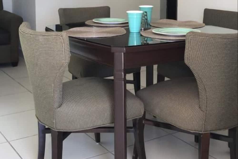 Suite estándar, cocina básica - Sala de estar