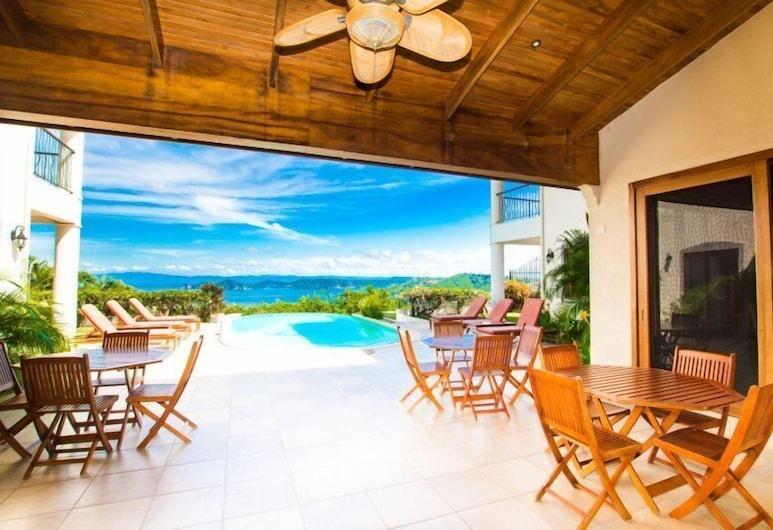 Villa Verde, Playa Hermosa , Luxury House, 4 Bedrooms, Private Pool, Ocean View, Teres/Laman Dalam