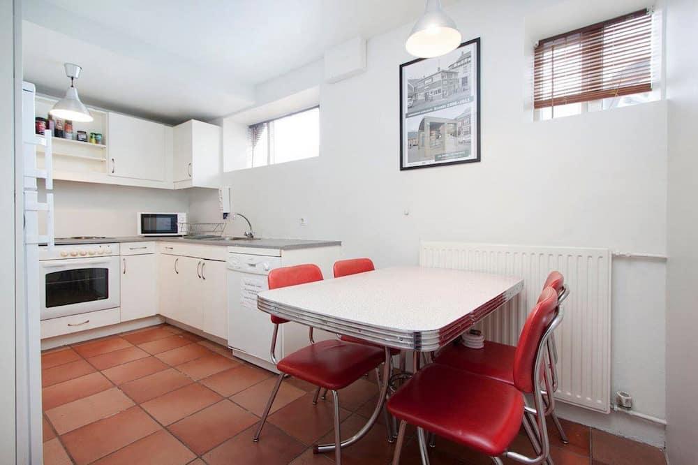 Δίκλινο Δωμάτιο (Twin), Κοινόχρηστο Μπάνιο - Κοινόχρηστη κουζίνα