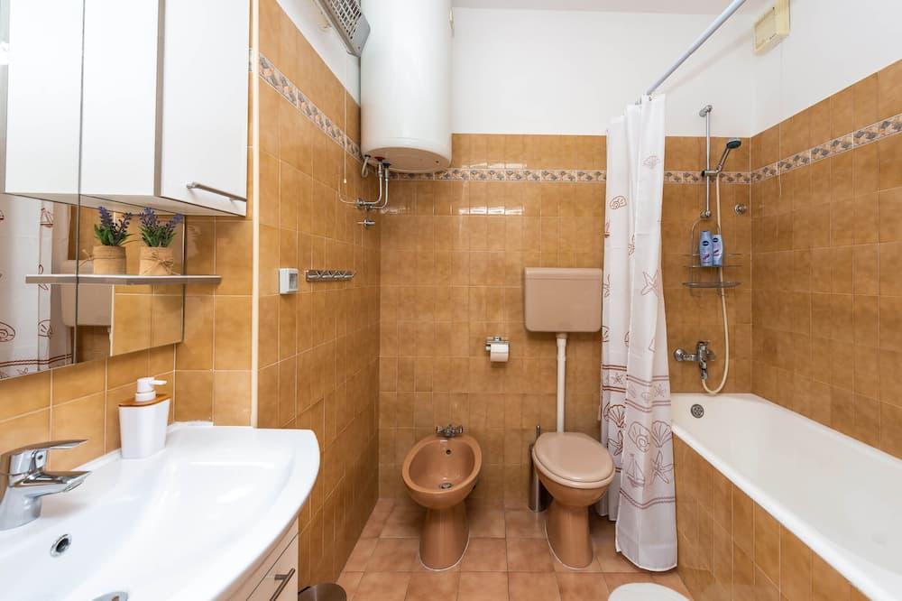 Standard Apartment, 3 Bedrooms, Balcony, Partial View - Bathroom