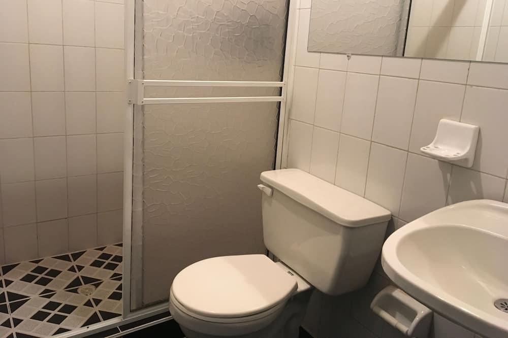 Traditional Triple Room - Bathroom