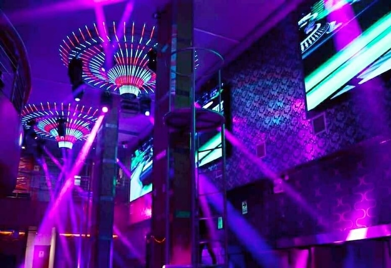 Genova Hostal, Lima, Nachtclub