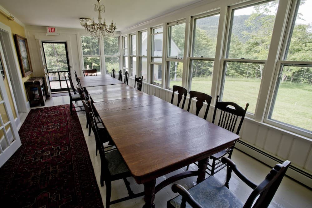Deluxe Cottage, 1 Katil Raja (King), Kitchenette - Tempat Makan dalam Bilik