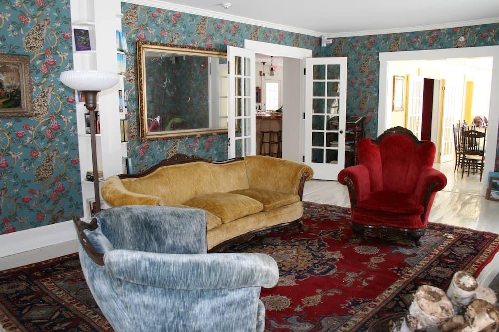 Deluxe Cottage, 1 Katil Raja (King), Kitchenette - Ruang Tamu