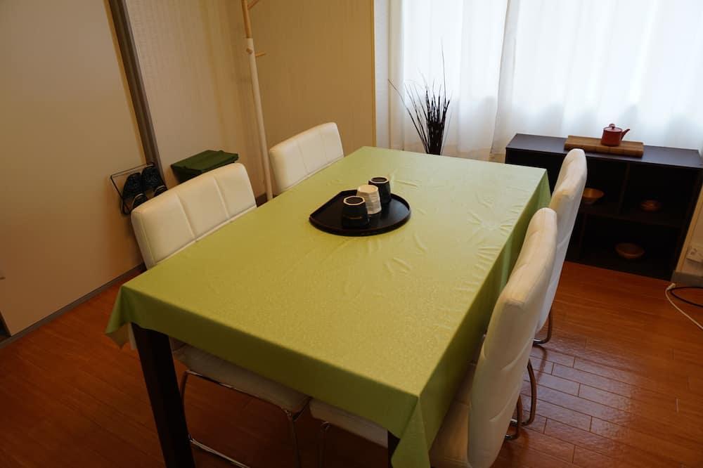 apartman (Bonnart Matsu) - Étkezés a szobában