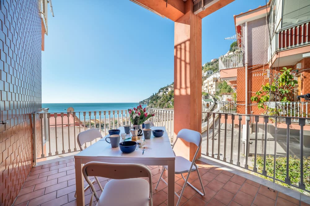 Vietri sul Mare Roomy Flat with Parking