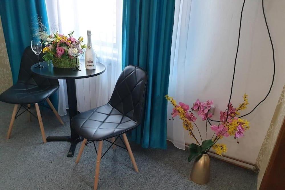 Camera Deluxe con 2 letti singoli - Area soggiorno