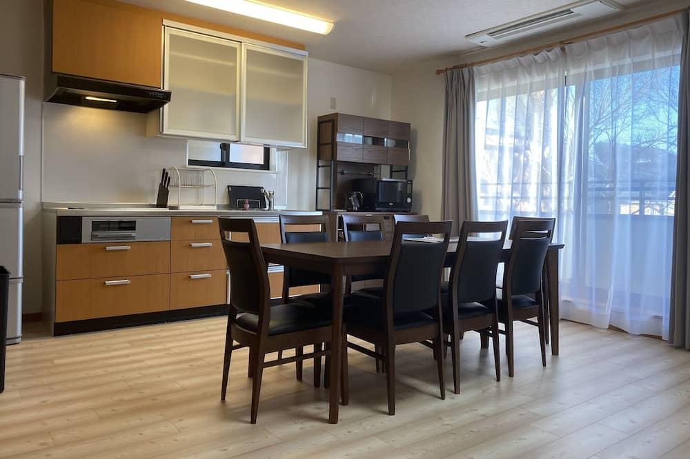 Apartamento (Private 2nd Floor) - Refeições no Quarto
