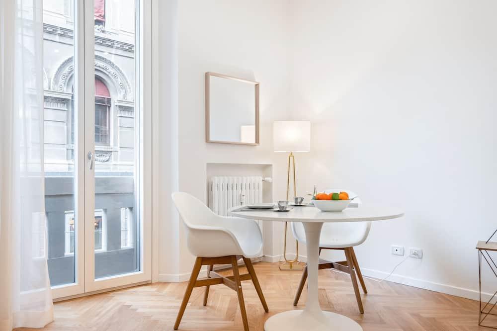 Studio - Essbereich im Zimmer