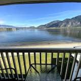 Pokój dla 4 osób, 2 łóżka queen, balkon, widok na jezioro - Balkon