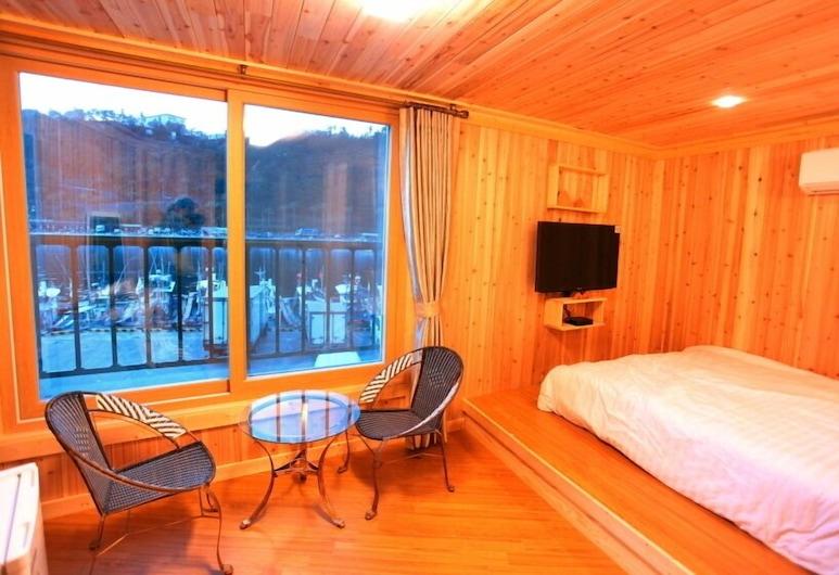 Seogwipo Harbor Pension, סיאוגוויפו, סוויטה, נוף לאוקינוס, חדר אורחים