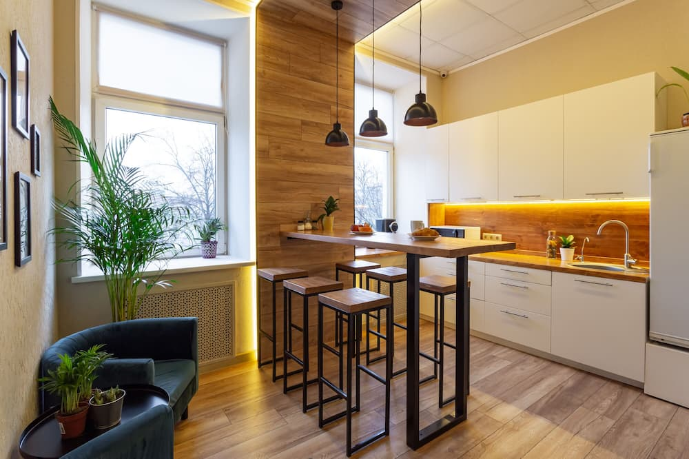 Capsule in 6 Person Room - Shared kitchen