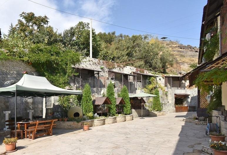 Li-Em Fauna Hotel, Erevan, Dvorište