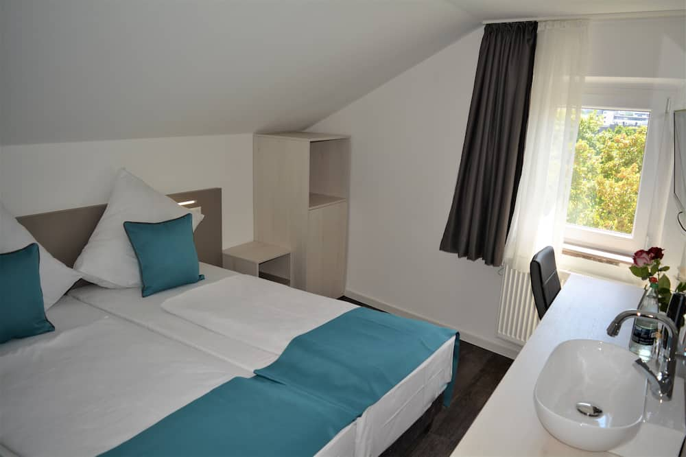 Double or Twin Room, Shared Bathroom, City View - Guest Room