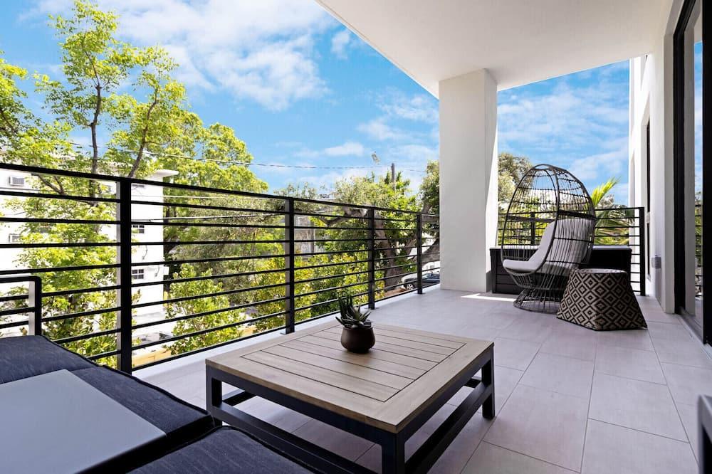 Condo, 2 Bedrooms (Unit 203 - 2nd Floor) - Balcony
