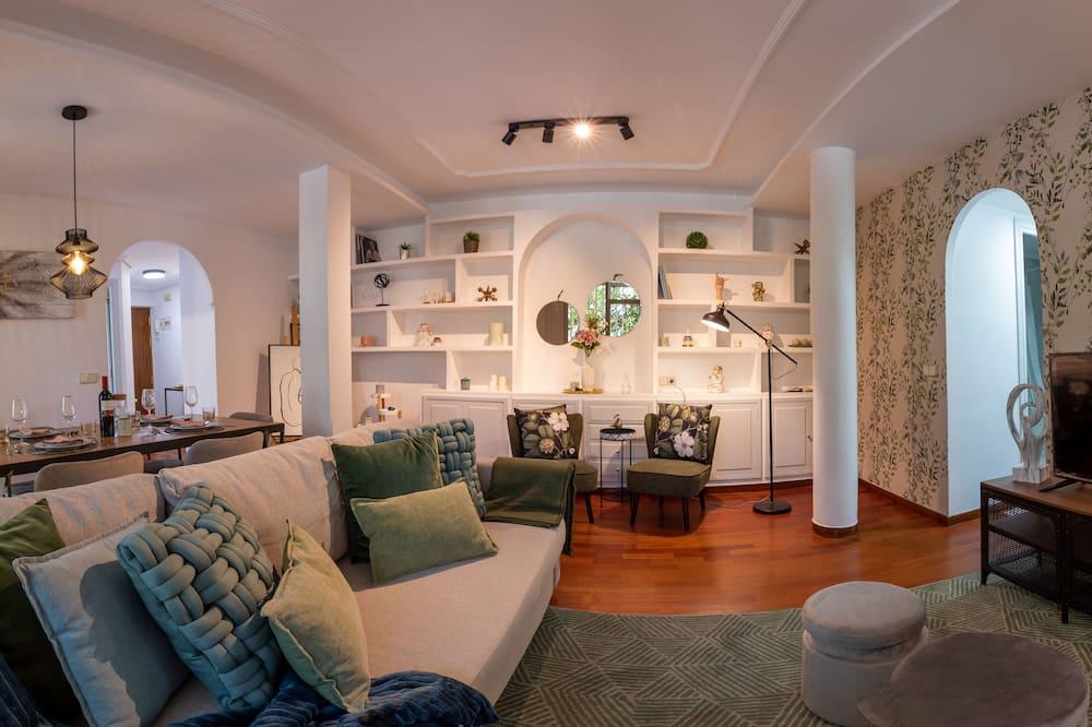 شقة - غرفتا نوم - بشرفة - غرفة معيشة