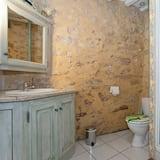 House, Ensuite - Bathroom