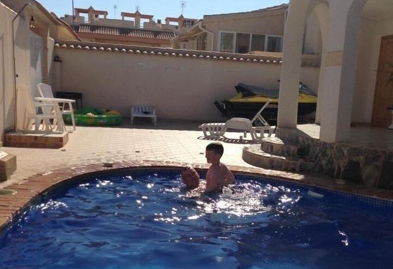 Inviting 3-bed Villa in La Florida, توريفيخا, فيلا - عدة أسرّة, حمام سباحة
