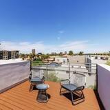 City Luxury Oasis! 3 Level Condo With 360 Roof!