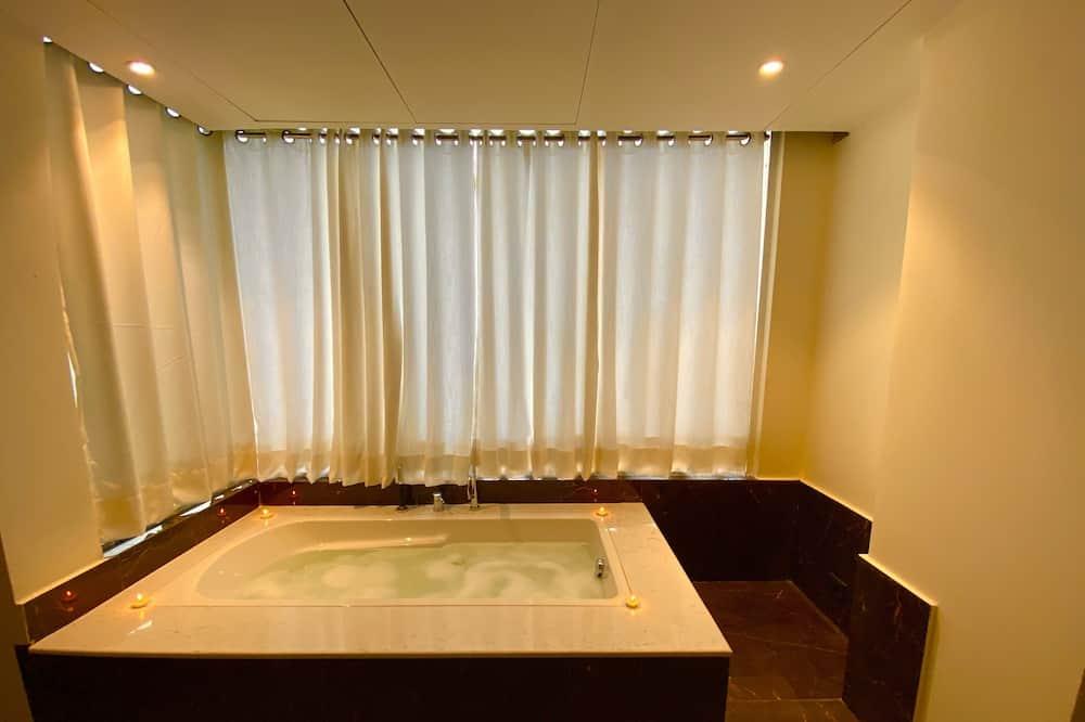 Habitación Elite con 1 cama doble o 2 individuales, bañera de hidromasaje, vistas a la ciudad - Bañera de hidromasaje privada