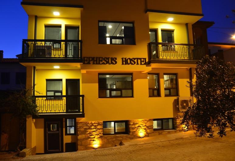 ephesus hostel, Selçuk, Otelin Önü - Akşam/Gece