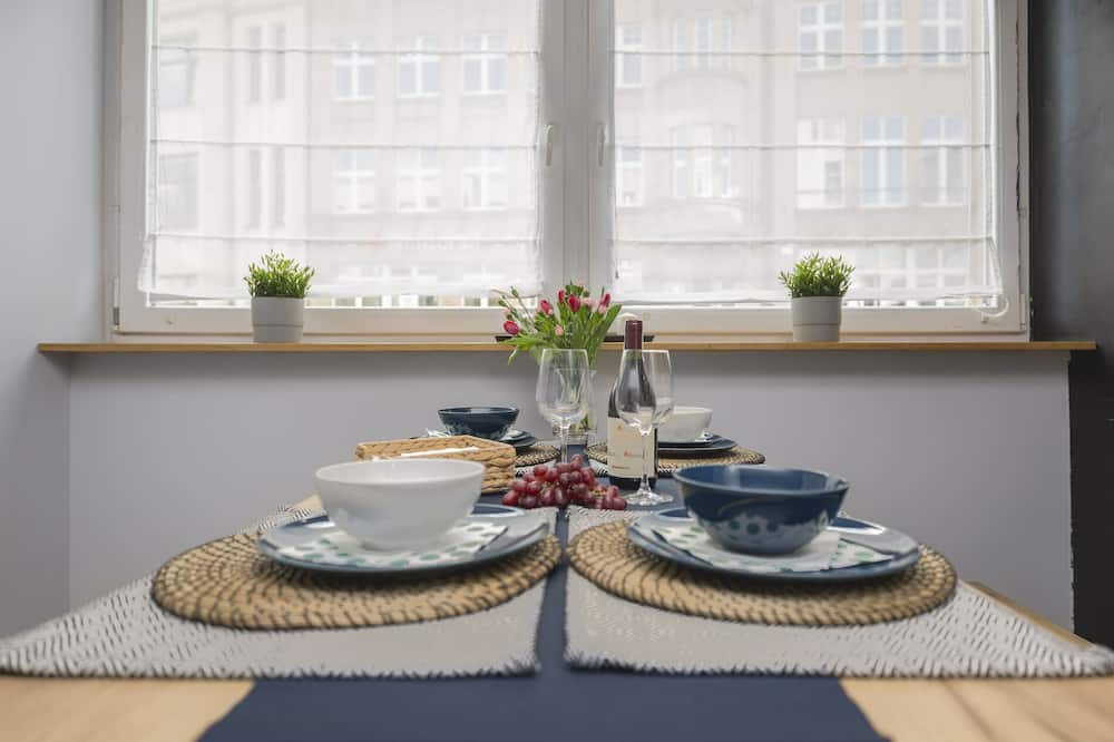 Deluxe Apartment (WRO-O22) - In-Room Dining