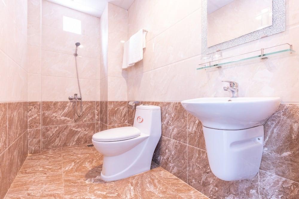 Superior Quadruple Room - Bathroom