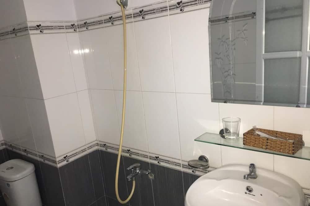 Standard-Dreibettzimmer (Spot on) - Badezimmer