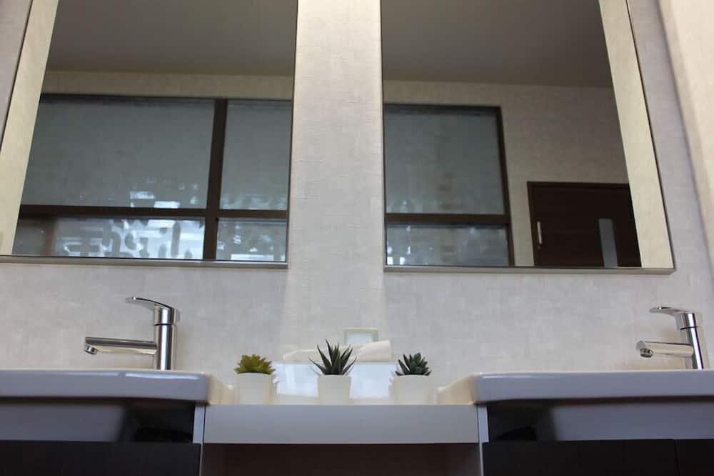 Room (Hibiki) - Bathroom Sink