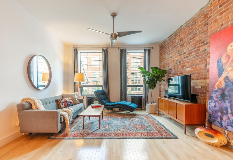 Charming House on Queen West - Trinity Bellwoods Park, Toronto, Ferienhaus (3 Bedrooms), Wohnbereich