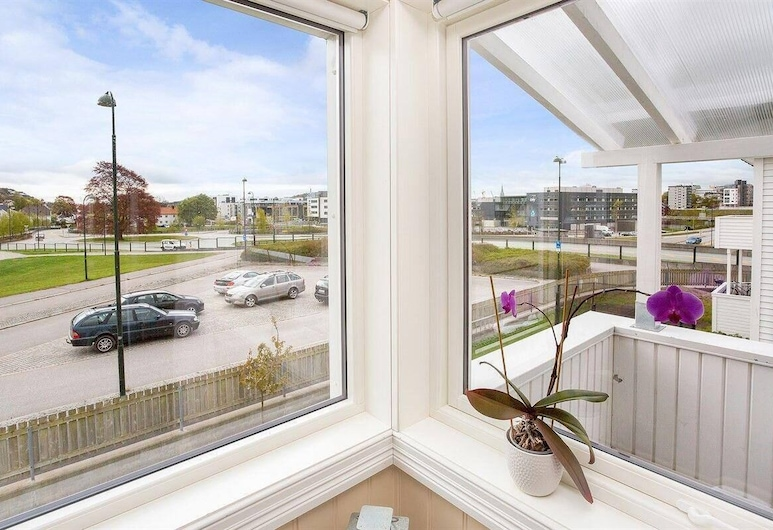 StayPlus 3BR City Apartment With Garden, Kristiansand, Lejlighed, Byudsigt