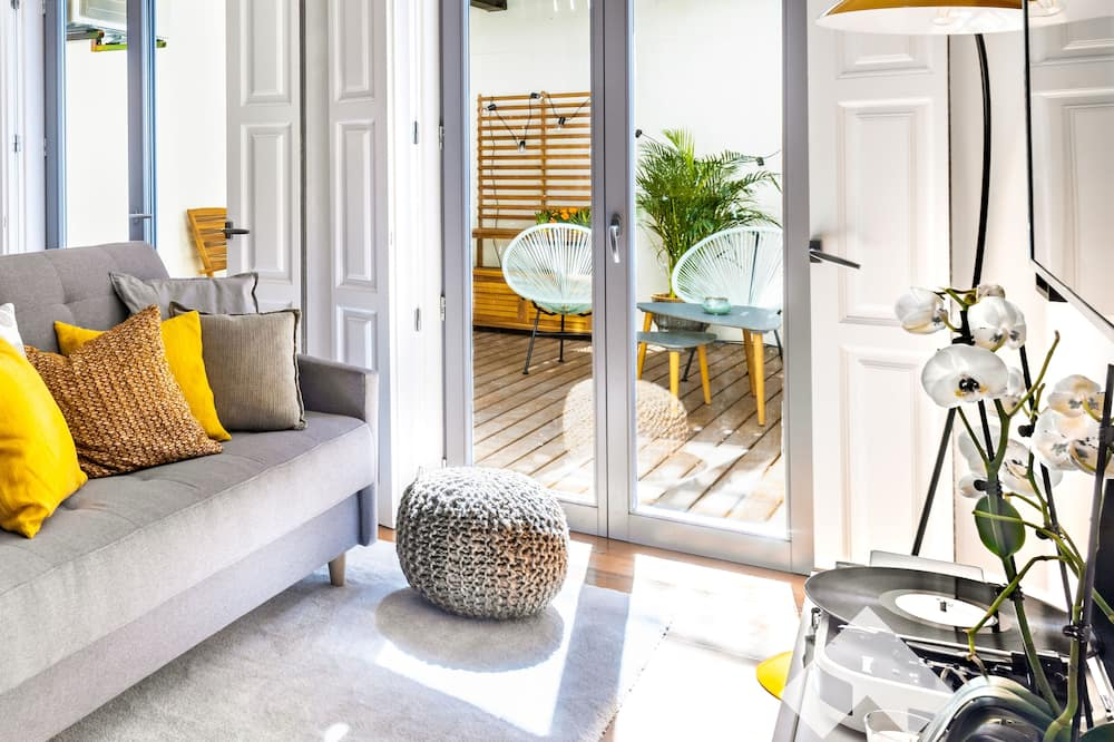 Išskirtinio dizaino apartamentai, 1 miegamasis, terasa - Svetainė
