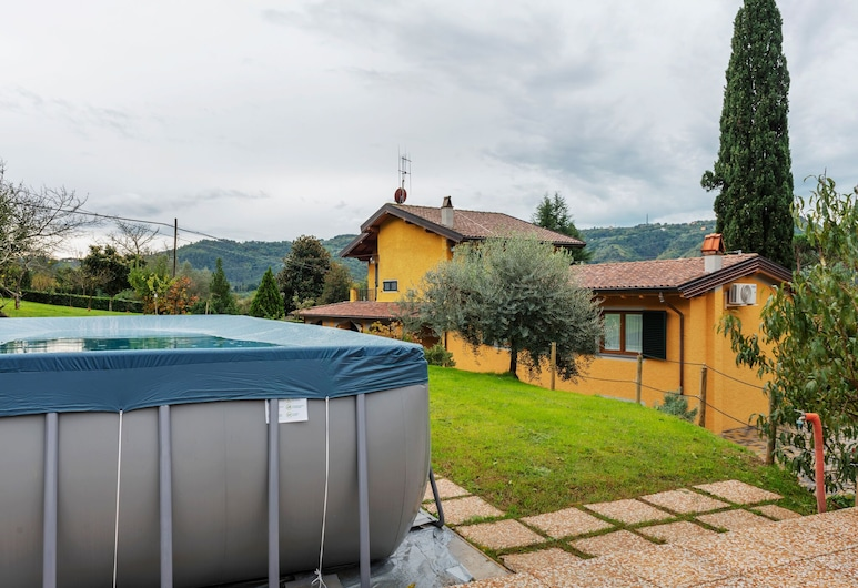 Contemporary Holiday Home in Camaiore With Swimming Pool, Camaiore, Kolam