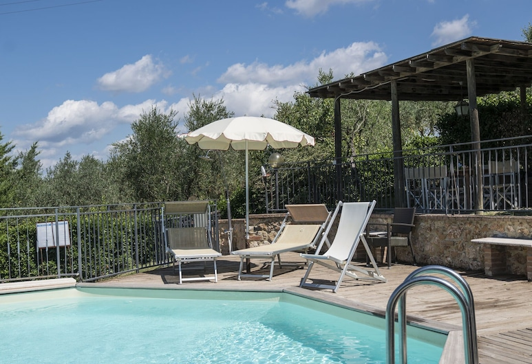 Refreshing Holiday Home in Casole D'elsa With Swimming Pool, Casole d'Elsa, Kolam