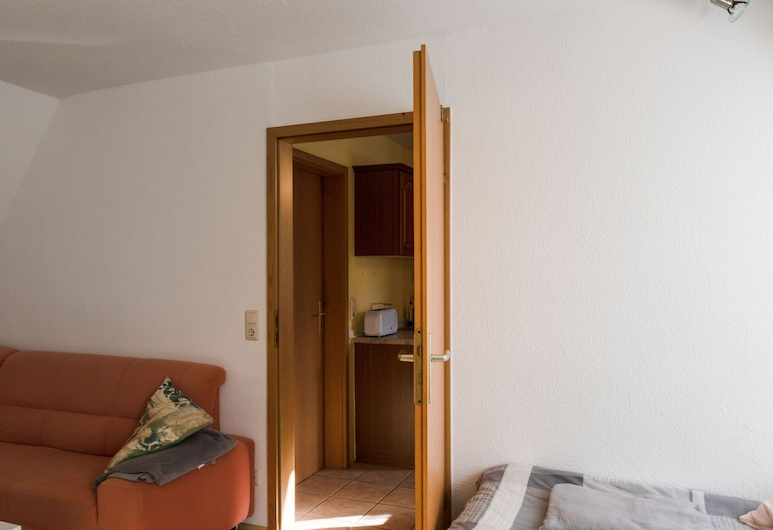 Modern Apartment in Ballenstedt With Forest Nearby, Ballenstedt, Living Room