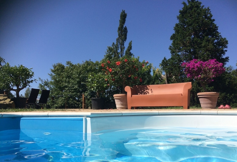 Modern Holiday Home With Shared Swimming Pool in Mittelndorf, Sebnitz, Pool
