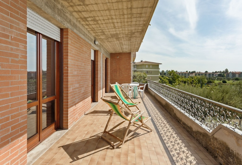 Nice Apartment With Swimming Pool, gym and Play Room by the Lake, Tuoro sul Trasimeno, Balcony