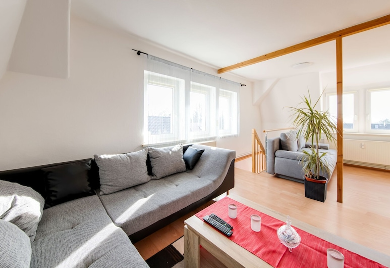 Vibrant Apartment in Coswig Near River, Coswig, Living Room